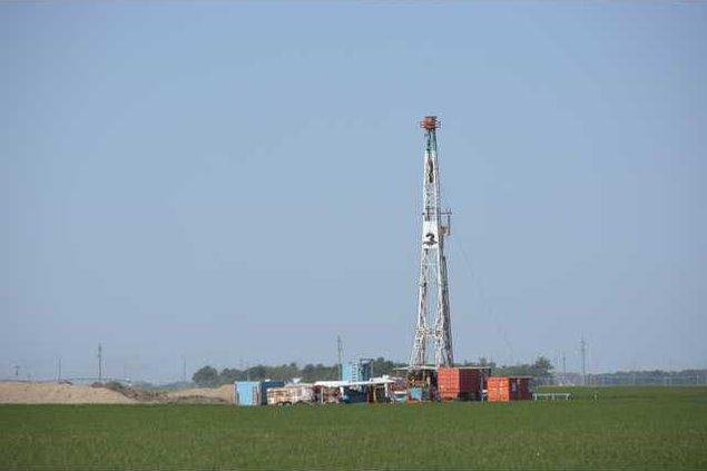 oil well drilling rig