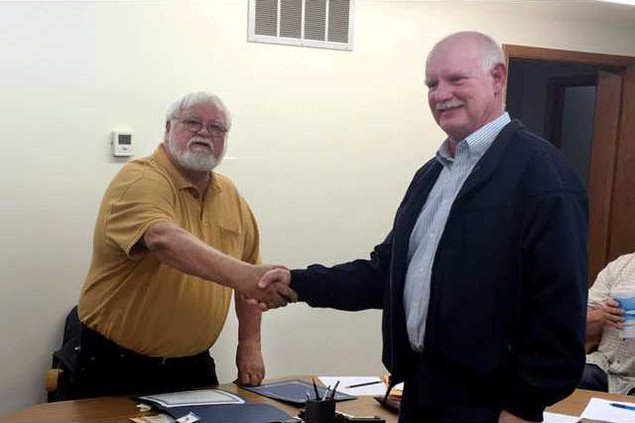 new vlc Ellinwood-city-council-birzer-and-fulbright.gif