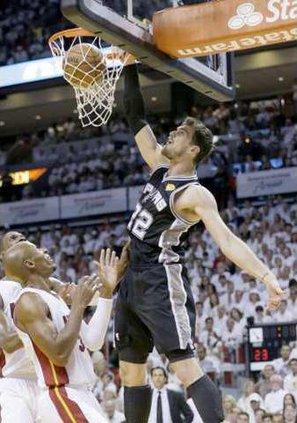 spt ap Spurs Splitter