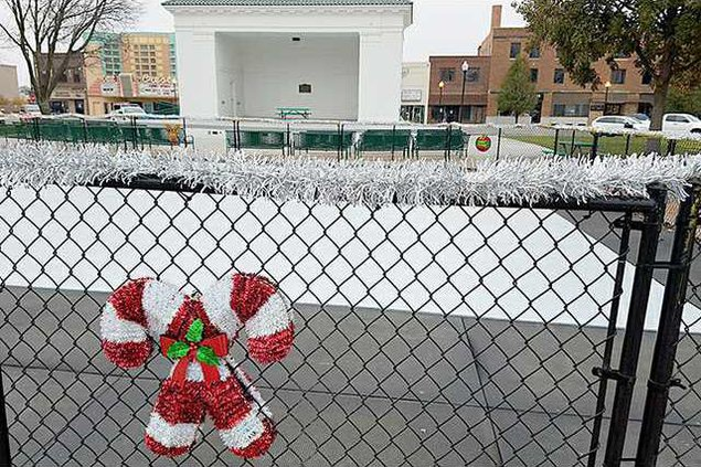 new deh cmas decorations skate rink pic web