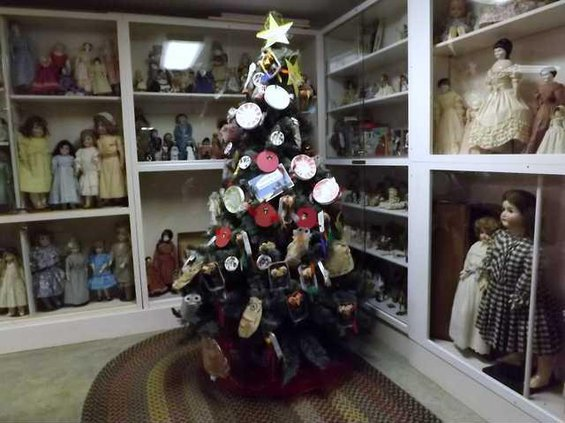 new slt ghosts CKCA-tree-alternate-w-dolls