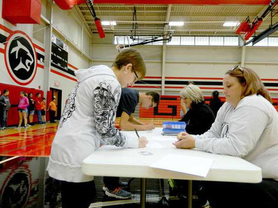 new slt students sign-in-to-vote