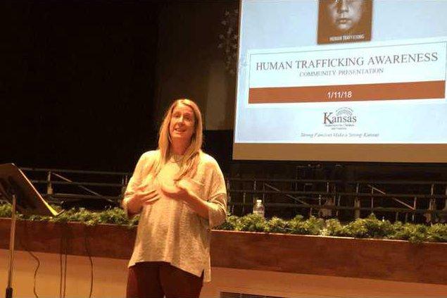 new vlc Hoisington-school-pres-on-trafficking.gif