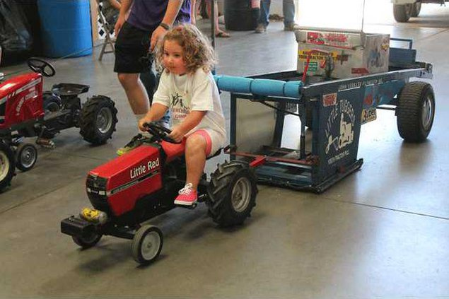 new vlc Kiddie-tractor-pull-4-yr-old-winner.gif