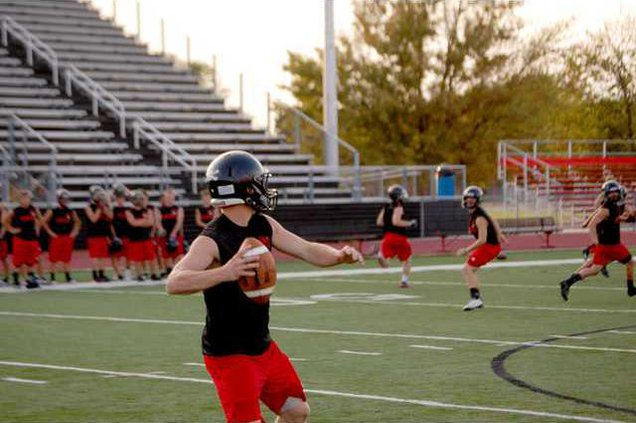 spt mm Beck throws downfield