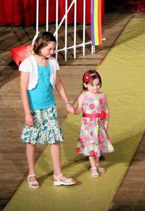 new vlc Aubrey-and-Emma-Snapp-fashion-revue.gif