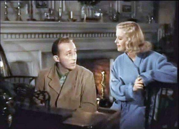 otm vlc Bing-Crosby-sings-White-Christmas-to-Marjorie-Reynolds-color1.gif