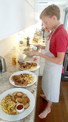 Judi table cooking