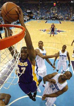 spt ap Lakers Bynum