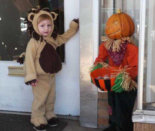 ell kl kids in costume