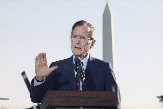 new_ap_George Bush 1990.jpg
