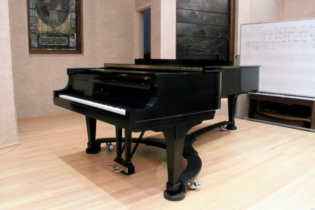 loc_slt_pianos1.jpg