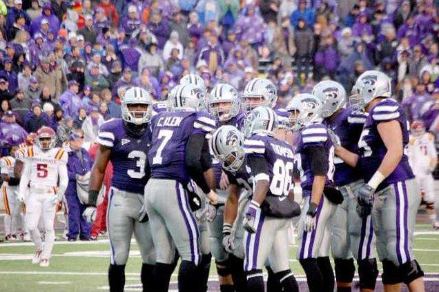spt mm K-State offensive huddle