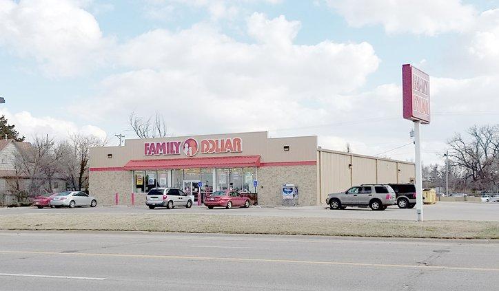 new_deh_family dollar store closing pic.jpg