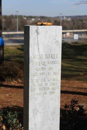 otm_Vlc_Baker's grave marker.jpg