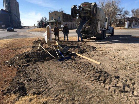 new_vlc_preparing to set new Pawnee Rock sign.jpg