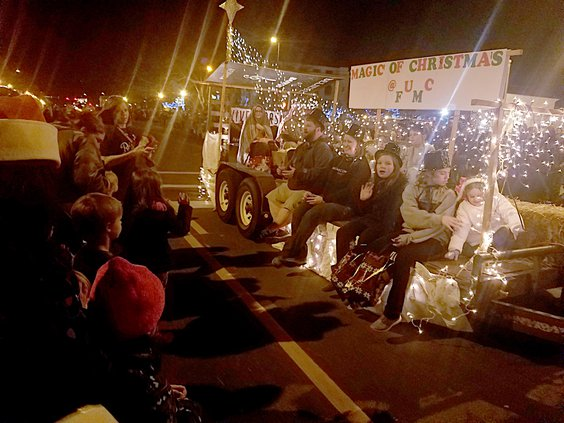 Bend Christmas Parade 2021 City Prepping For Santa S Arrival Amid Covid Great Bend Tribune