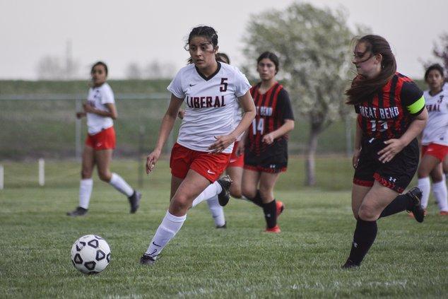 Valeria Gonzalez attacks goalie area.jpg
