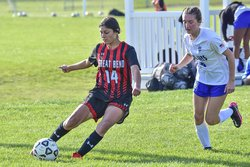 Joselin Pando gets past Emma Hinds and crosses.jpg