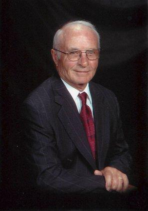 August Edward Freund    1930 - 2021
