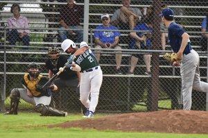 spt_hg_Tyler Henry homerun hit_1.jpg