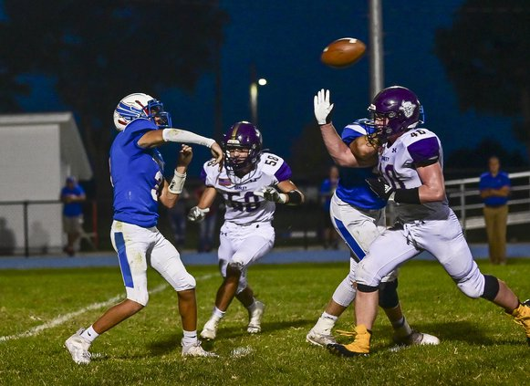 Ellinwood Drew Heinz throws a complete pass against Oakley on Friday night.jpg